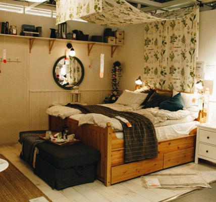 Urządzanie romantycznej sypialni